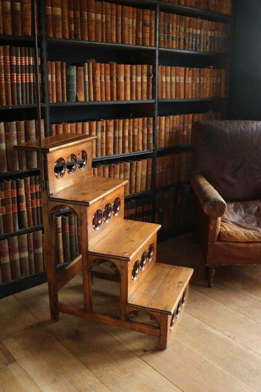 item/645-gothic-oak-library-steps.html